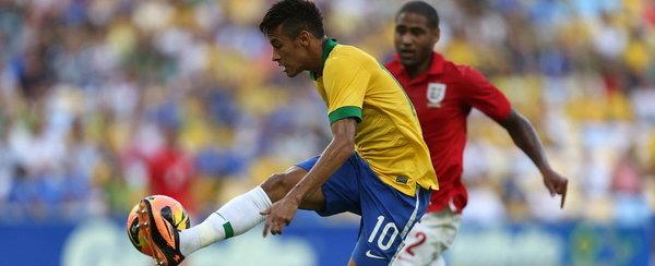 Neymar-controla-el-balon-ante-_54374621756_54115221155_600_244