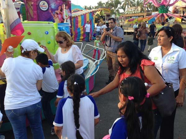 Disfrutan Ninas Y Ninos De Juegos Gratis En La Feria De Colima