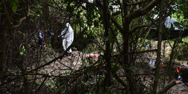 ARBOLILLO, ALVARADO, 13SEPTIEMBRE2018.- El pasado 07 de septiembre, se delimitaron fosas por peritos forenses y policías ministeriales. En el lugar se encontraron 174 cráneos inhumados en 32 fosas clandestinas ubicadas en la comunidad de Arbolillo, municipio de Alvarado. FOTO: VICTORIA HELENA /CUARTOSCURO.COM