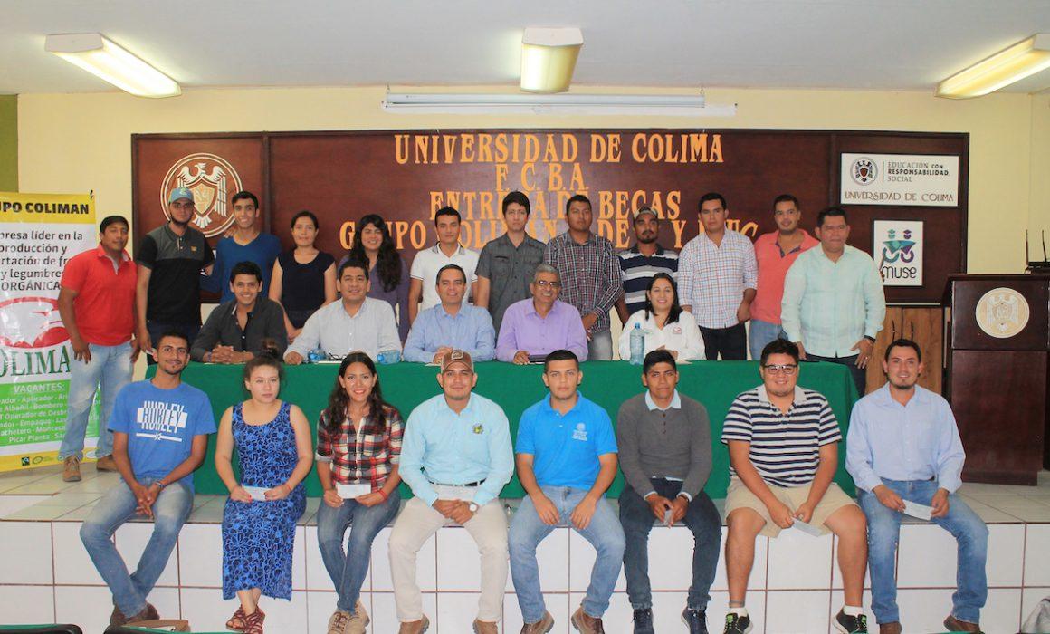 Entregan-becas-Colimán-UdeC-FEUC-1160x700