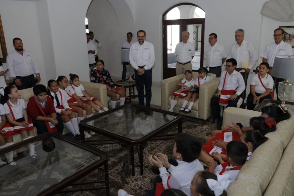 Mil-531-estudiantes-han-visitado-Casa-de-Gobierno-Nacho-Peralta-2